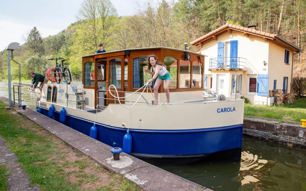 LOCATION DE BATEAUX KUHNLE-TOURS
